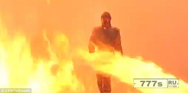Россия показала свой «костюм супермена» Ратник, который позволяет солдатам проходить сквозь огонь и взрывы невредимыми.