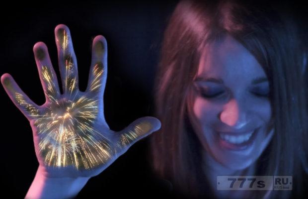 Ощутить фейерверк с помощью концов собственных пальцев