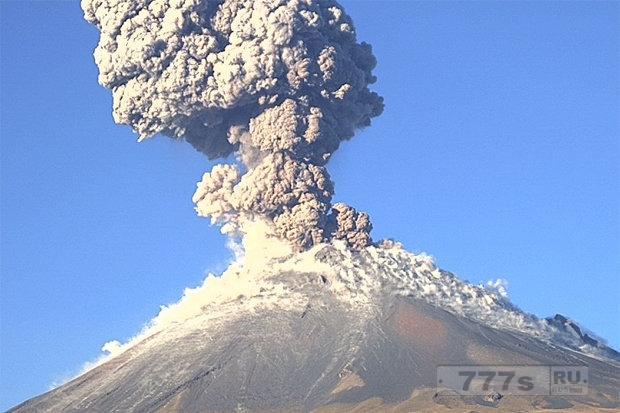 Мексика может быть заблокирована после гигантских извержений вулкана вызвавшего землетрясение.