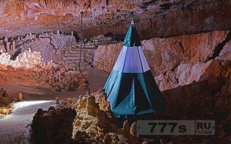 Отдых внутри пещеры во Франции