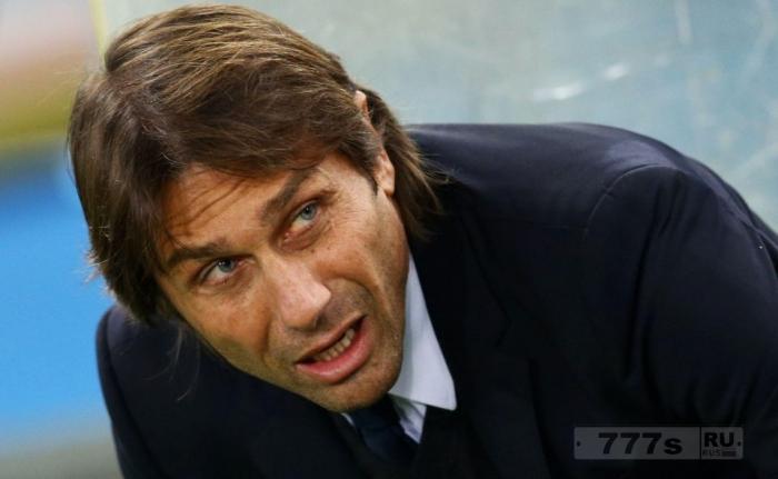 «Челси» отрицает, что между Антонио Конте и Романом Абрамовичем произошла размолвка.