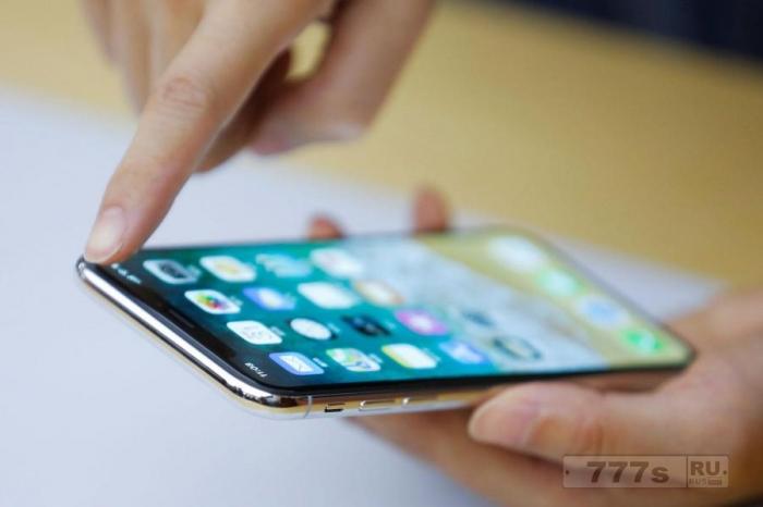 Люди купившие новый Айфон Х не могут им пользоваться при низкой температуре.