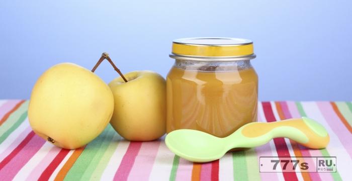 Прикорм яблоком для ребенка