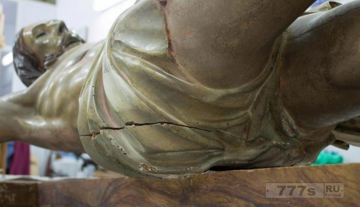 Загадочная записка, найденная в старинной статуэтке Иисуса, может быть это 300-летняя капсула времени