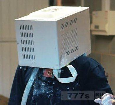 Идиот для Ютуба засунул голову в микроволновую печь