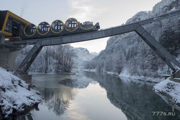 Крутейшая в мире железная дорога открылась в Швейцарии, взлетая на 750 метров за 4 минуты