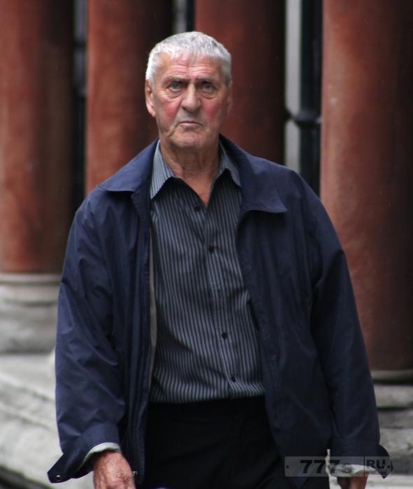 Мойщик окон заключен в тюрьму за то, что он не отдал 280 000 фунтов стерлингов, унаследованных от клиента.