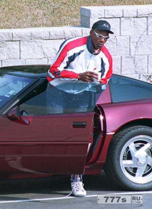 Криштиану Роналду, Дэвид Бекхэм, Майкл Джордан ... у кого самая дорогая коллекция автомобилей?