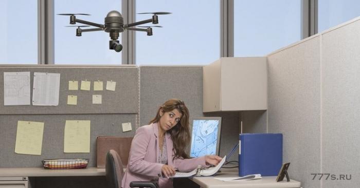 Компания использует музыкального громко играющего дрона, чтобы остановить людей, работающих в течение долгих часов
