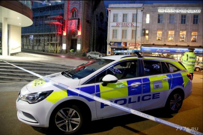 19-летний посетитель клуба «Хало», пытался убить вышибал, направив в них машину.