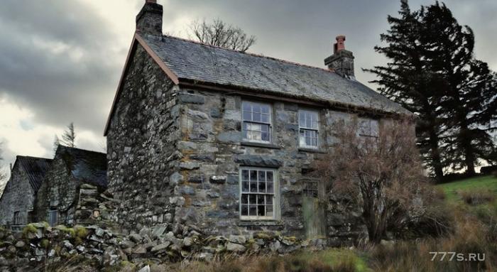 Заброшенный дом из камня