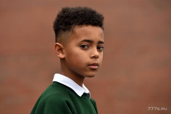 8-летниму мальчику запретили приходить на рождественский концерт школы, потому что его прическа была слишком «экстремальной»