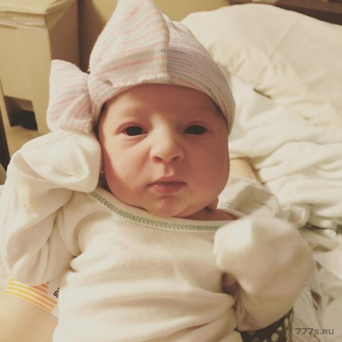 Девочка, родившаяся от зародыша, который был заморожен 24 года назад