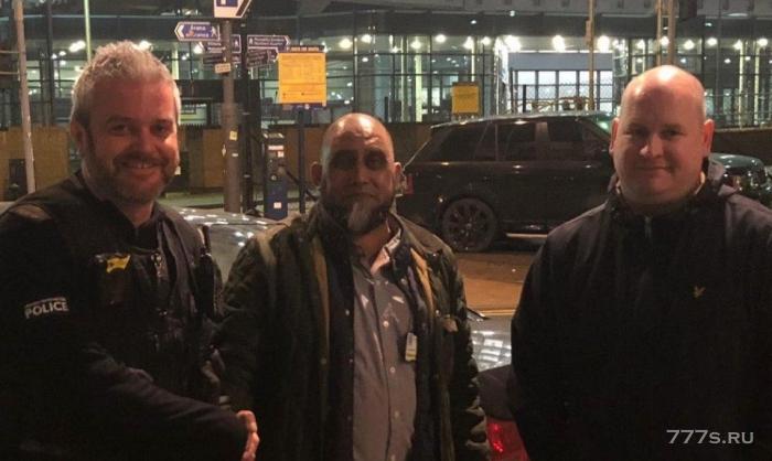 Три человека, которые бежали из такси, не заплатив, думали, что они сбежали - но были поражены мгновенной кармой