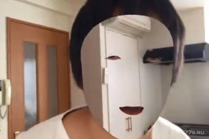 Любитель гаджетов использует свой iPhone X для создания маски невидимки в стиле Гарри Поттера.