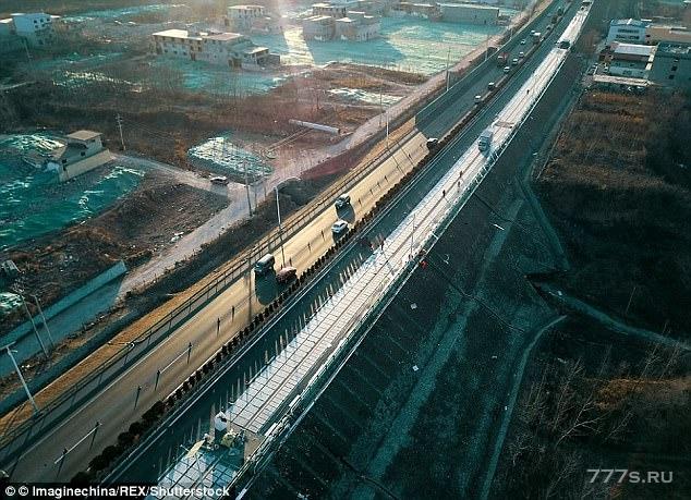 Трасса с 2 миллионами солнечных панелей была испорчена ворами менее чем через две недели после ее открытия в Китае
