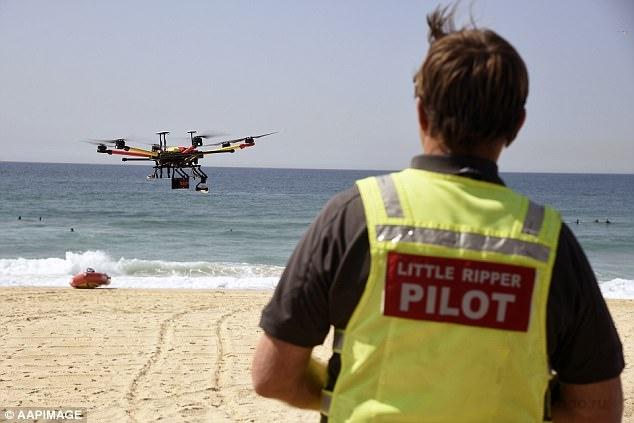 Двое подростков были спасены дроном, когда они попали в прилив