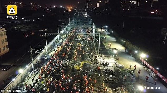 1500 китайских рабочих построили железную дорогу для нового железнодорожного вокзала всего за девять часов