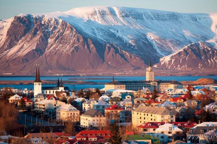 Исландия просто сделала незаконным если мужчина получает больше, чем женщина