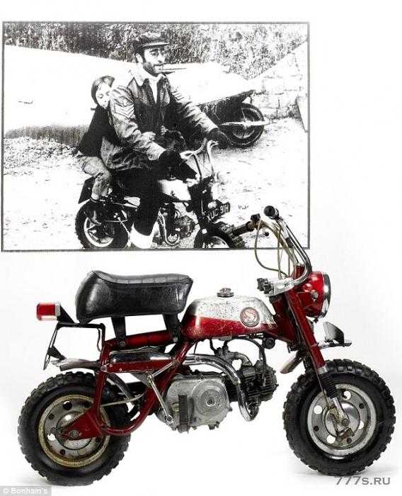 «Мокака», принадлежащая легенде Битлз, Джону Леннону была продана на аукционе более чем за 30 000 фунтов стерлингов