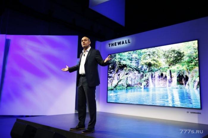 Samsung представляет гигантский телевизор под названием The Wall (Стена), диагональ которого составляет 12 футов (3,6 м)