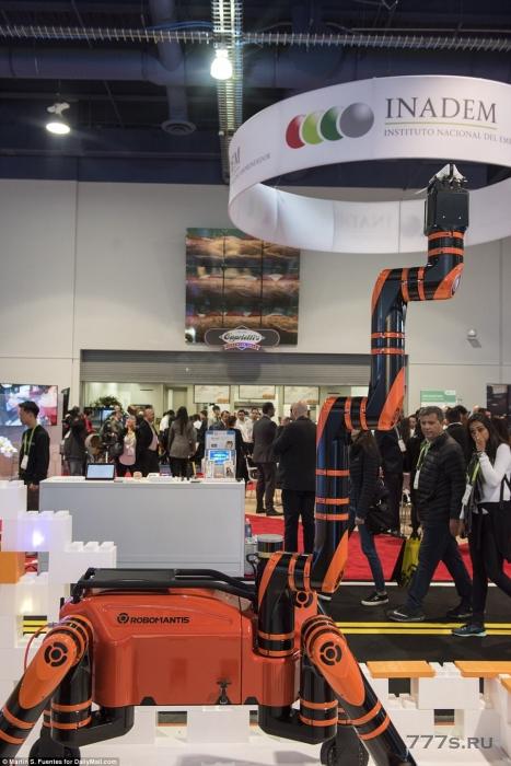 Знакомьтесь RoboMANTIS: четырехногий, четырехколесный робот, представленный на выставке CES, может ходить или ездить на любой местности