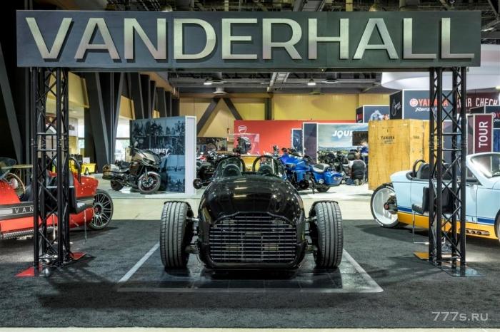 Был показан Vanderhall Edison2 ретро-трехколесный электромобиль стоимостью £ 25 000 - с максимальной скоростью 105 миль в час и 200 милями электрического диапазона
