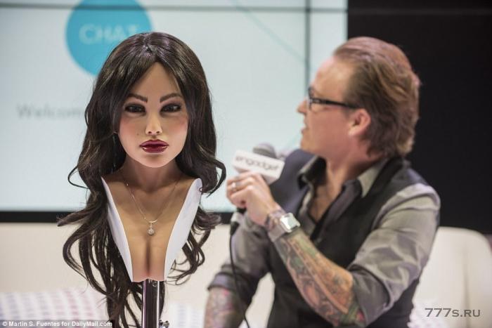 Изобретатель RealDoll показывает, что вы можете поменять лицо и «личность» своего сексуального робота