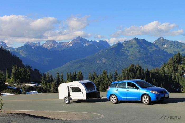 Крошечный караван под названием The Droplet поставляется с двуспальной кроватью и кухней - и его можно буксировать большинством небольших автомобилей