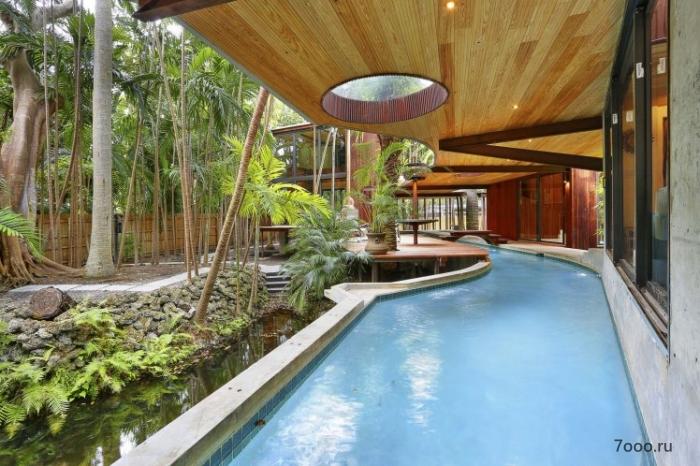 В удивительном доме есть своя река, которая позволяет плавать из комнаты в комнату