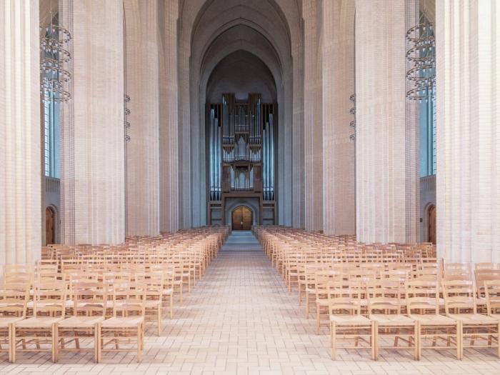 Здание церкви, которую создал Грундтвиг, является шедевром в экспрессионизме
