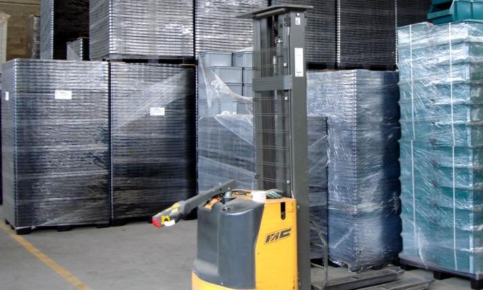 Использование паллет из пластика для хранения грузов