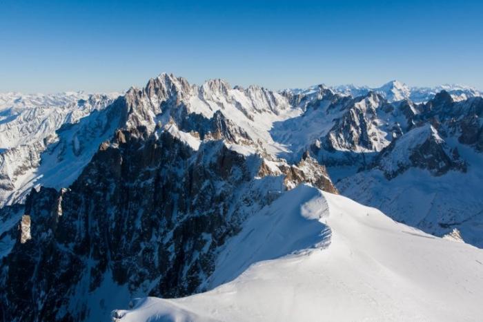 Два британских лыжника погибли после падения с «нескольких сотен метров», пока катались на лыжах во французских Альпах