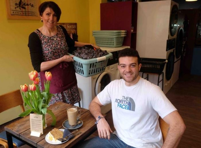 Женщина открыла прачечную с собственным кафе