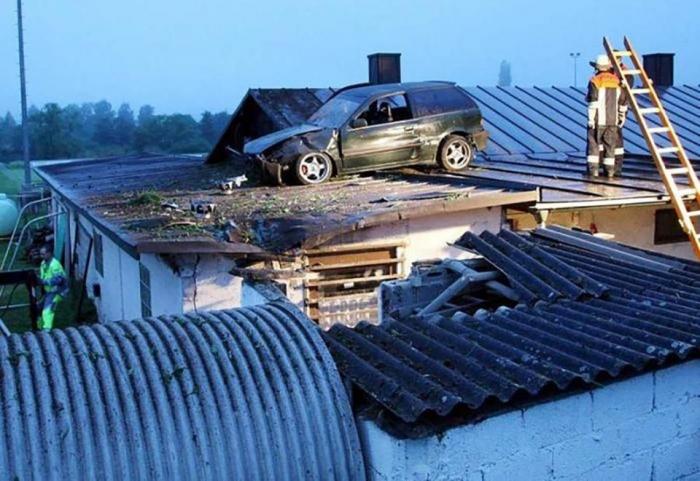 Невероятные автомобильные аварии, которые выглядят как трюки кино, а не реальные аварии
