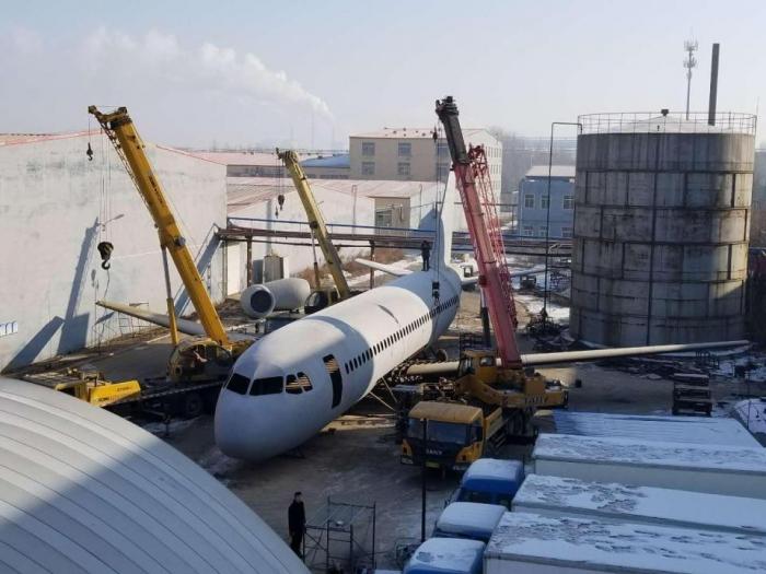 Китайский фермер потратил 90 000 фунтов стерлингов на создание копии Airbus A320 в натуральную величину