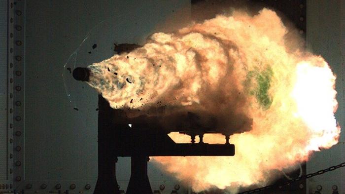 Сделал ли Китай гиперзвуковую пушку? Появившиеся фотографии показывают, что супероружие, установлено на корабле.
