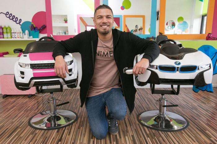 Отец двух детей ушел из банка и открыл детскую парикмахерскую, теперь его доход 650 тысяч фунтов стерлингов в год