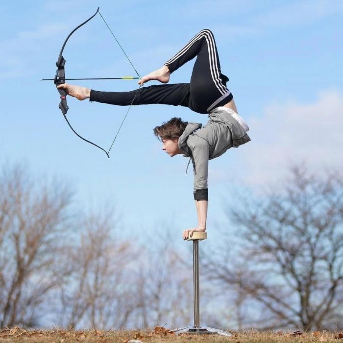 19-летняя девочка акробат провела тысячи часов занятий, в том числе растяжку для достижения своей предельной гибкости