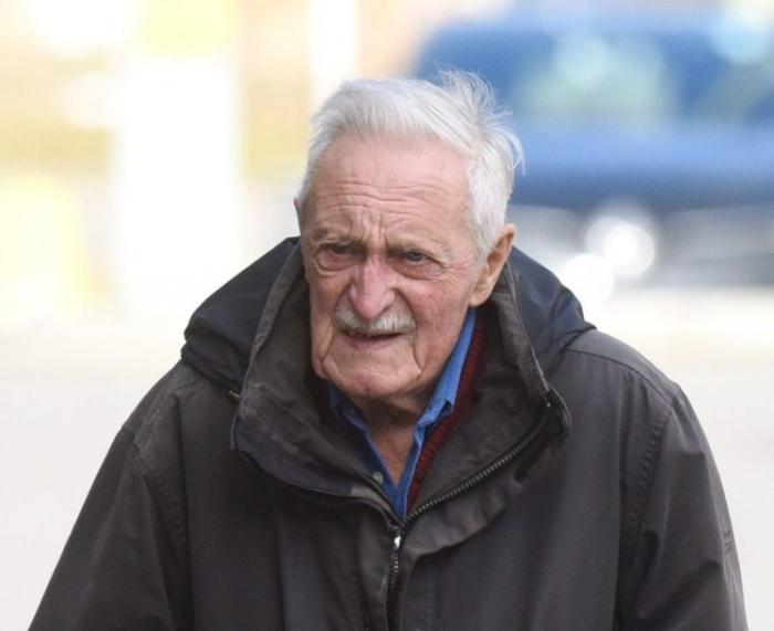 91-летний водитель, 15 миль убегал от преследования полиции, потому что он думал, что это мусоровоз