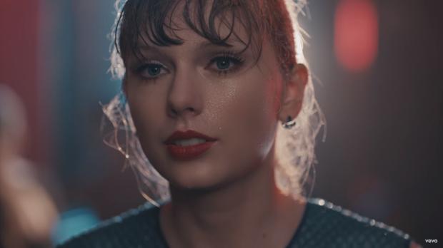 Тейлор Свифт дебютирует на Delicate музыкальном видео, и это уже винтажная Тейлор Свифт
