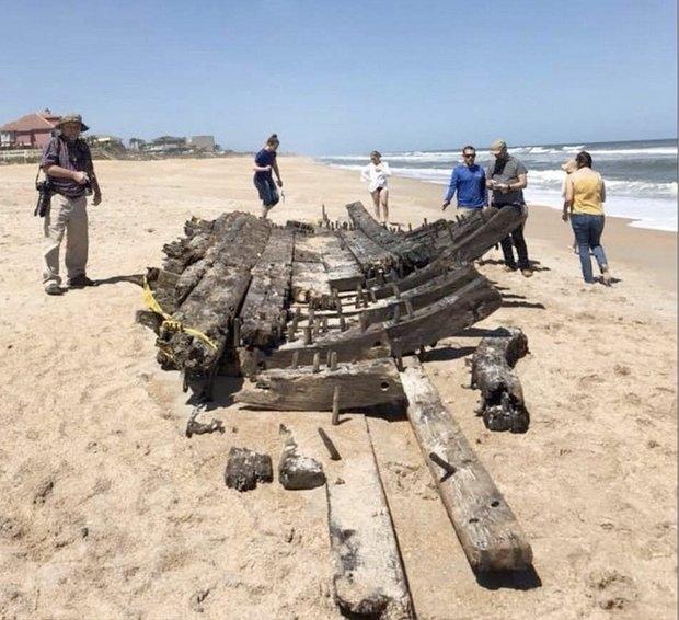 «Святой Грааль» корабль призрак выбросило на берег в США через 200 лет