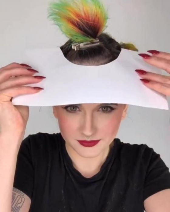 Приготовьте ваши кисти, потому что радужная бахрома - это новая тенденция волос