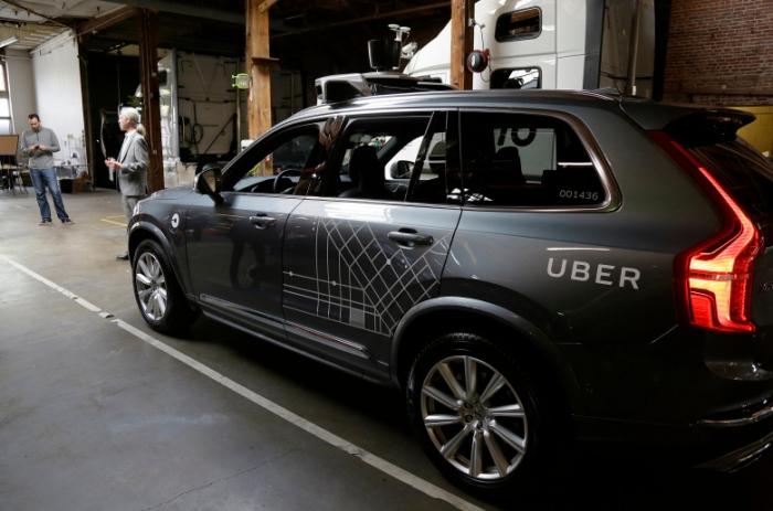 Автономный автомобиль, принадлежащий компании Убер сбил женщину переходящую улицу в Аризоне