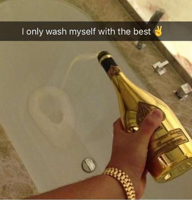 Богатые детки Инстаграма демонстрируют свои «проблемы» ... от использования банкнот для подтирания в туалете до выливания шампанского