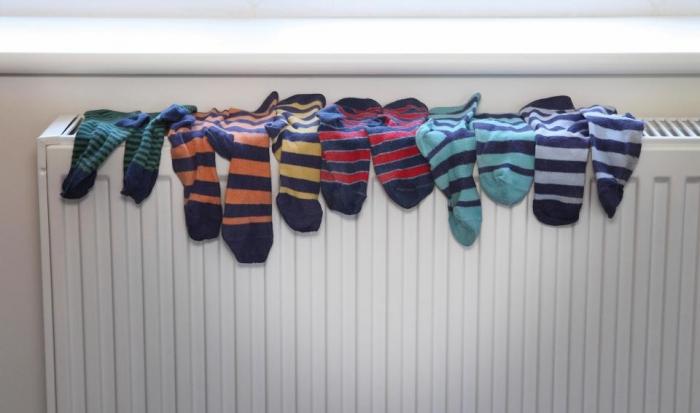 Это важная причина, по которой вы никогда не должны сушить свою одежду в помещении