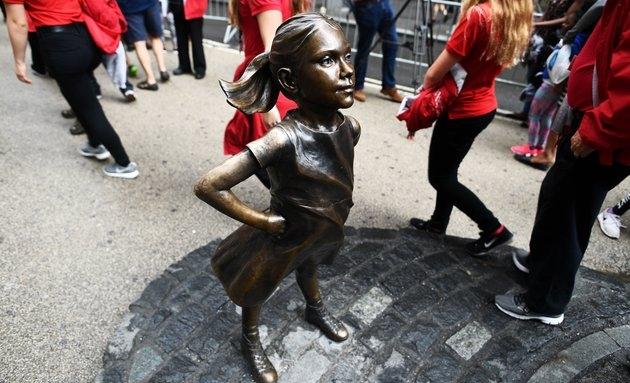 Статуя Бесстрашной девочки будет передвинута