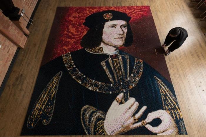 Любители Lego потратили три дня, выкладывая портрет короля Ричарда III