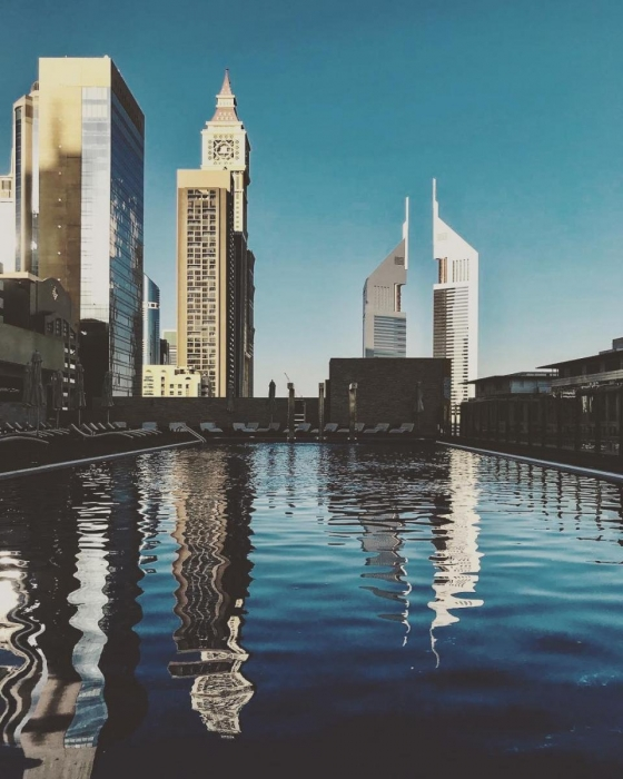 Плавательный бассейн самого высокого в мире отеля в Дубае взимает всего 29 фунтов стерлингов в день, чтобы поплавать там