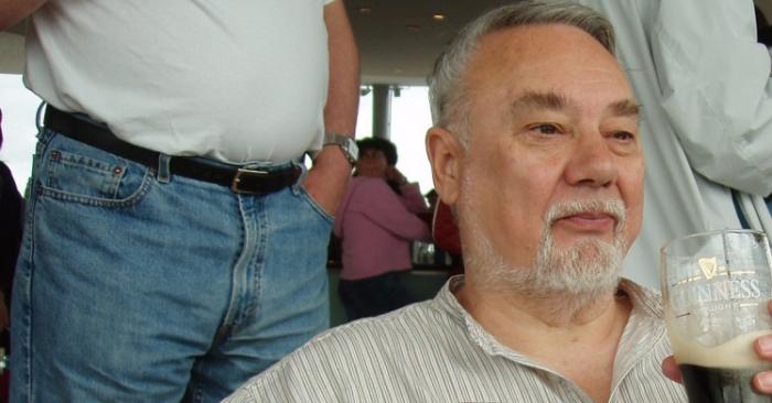 78-летний пенсионер обвиняемый в нападении и в краже со взломом, освобожден